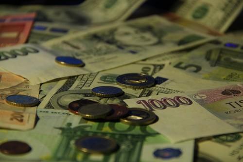 fiskální politiky a měnové politiky