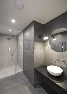 Koupelna - Moderní byt 2+kk s terasou, Praha 2 Vinohrady, nám. Jiřího z Poděbrad