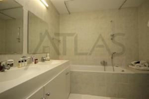 koupelna s vanou - Pronájem bytu 3+1 Praha 5 - Villa Park Strahov, ul. Šermířská