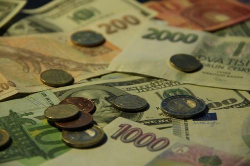 Jak fungují neziskovky: Kam mizí naše peníze?