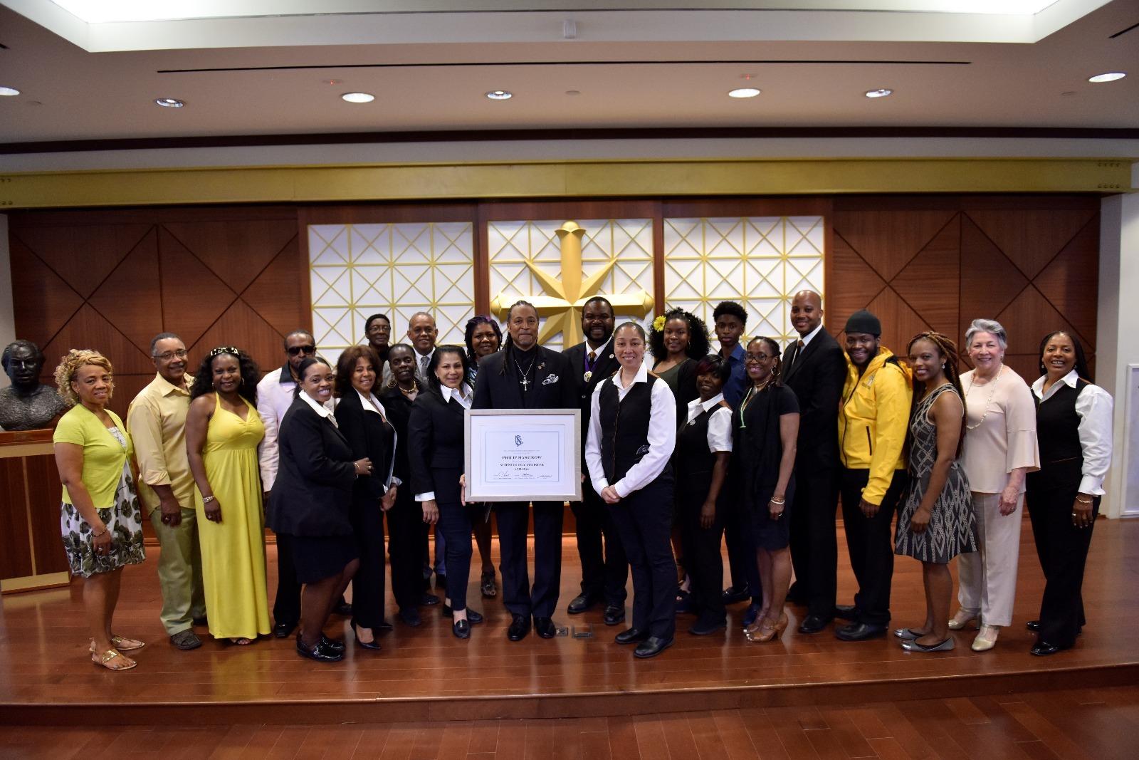 Komunitní a náboženští vůdci se připojily ke členům Scientologické církve na speciální ceremonii při nedělní bohoslužbě na Východní ulici 125 v Harlemu v New Yorku