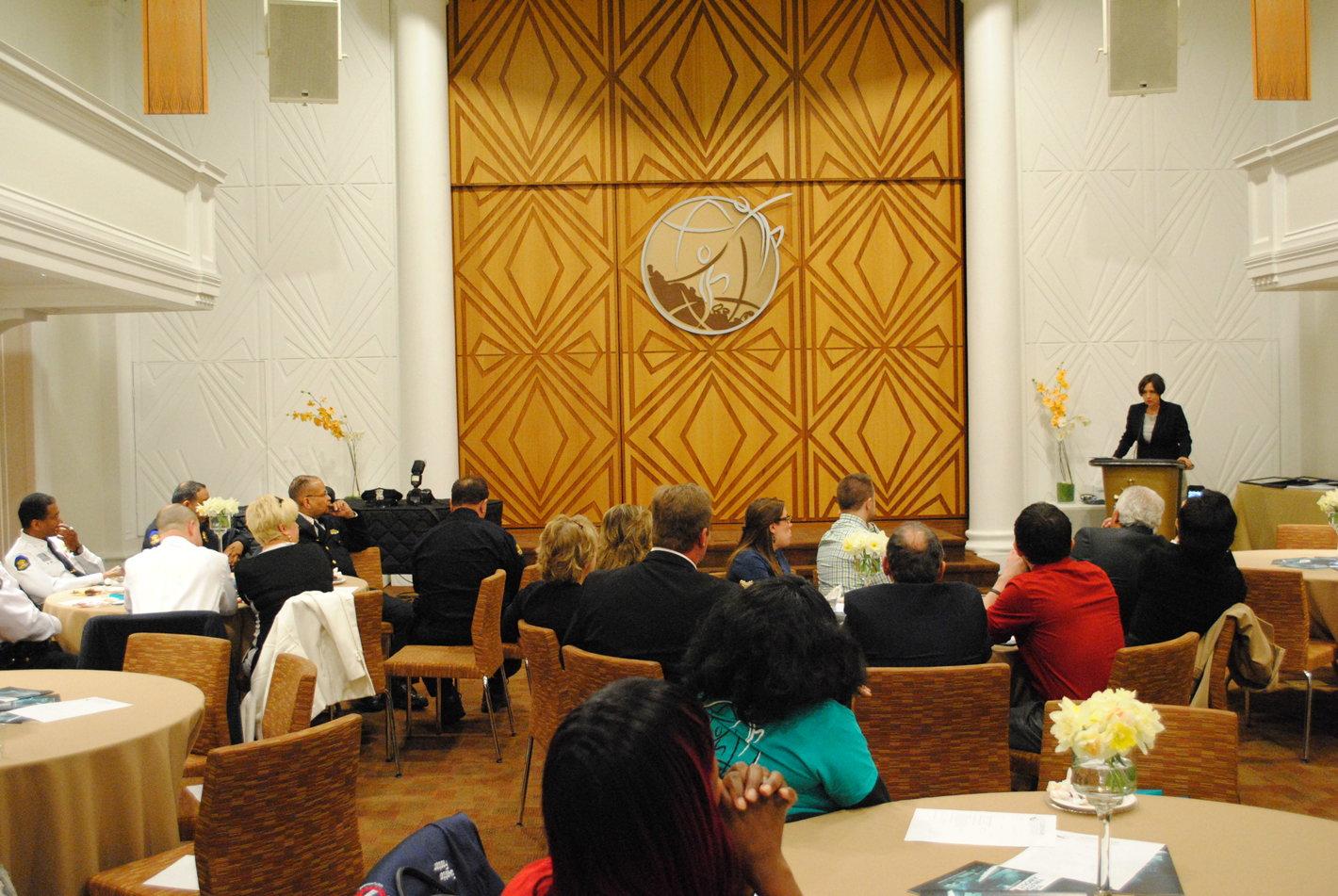 Ředitel pro veřejné záležitosti církve Scientologické církve v Buffalu hostil první výroční ceny Společenství Crusaders Awards pobočky Buffalo nadace pro svět bez drog.