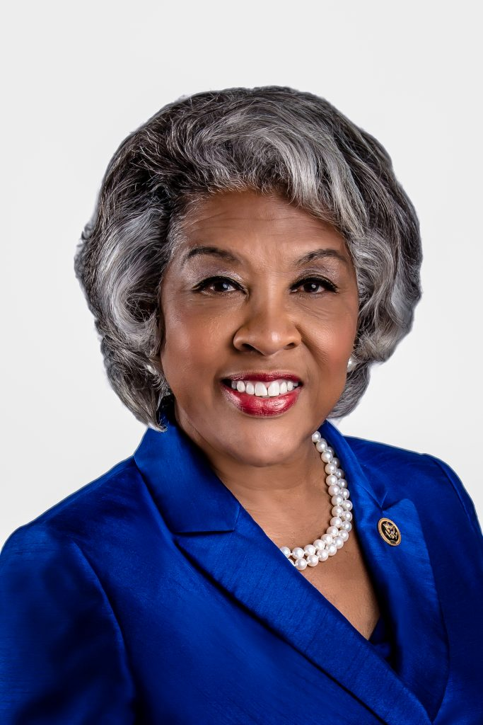 Kongresmanka Beatty pomáhá předávat historický balíček
