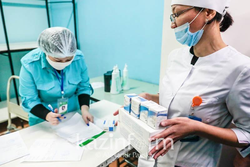 Existují v Kazachstánu nějaké případy opětovné infekce koronavirem