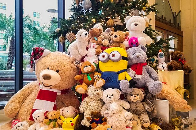 Scientologická církev v Los Angeles organizuje masovou sbírku hraček a plyšových medvídků pro děti v nouzi