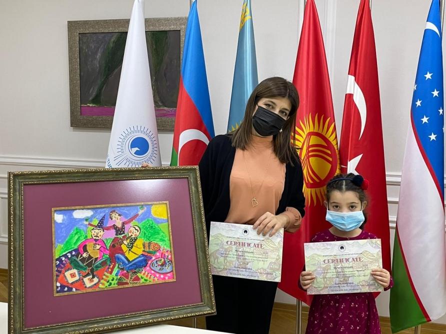 Mezinárodní nadace turecké kultury a dědictví oceňuje účastníky soutěže v kreslení