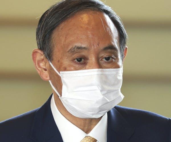 Premiér Yoshihide Suga zaznamenal, že jeho popularita od začátku jeho funkčního období minulý rok výrazně poklesla