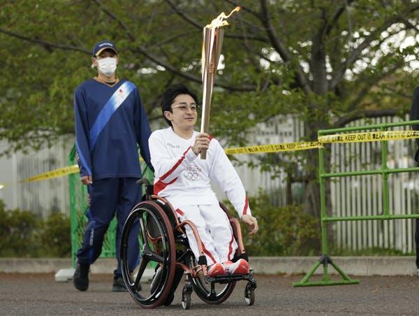 Osaka pochodeň štafeta byla držena v parku bez davů kvůli obavám COVID